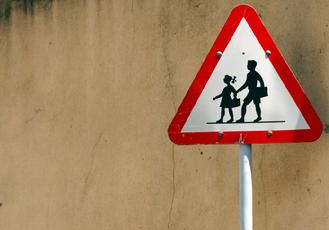 kids crossing safety sign